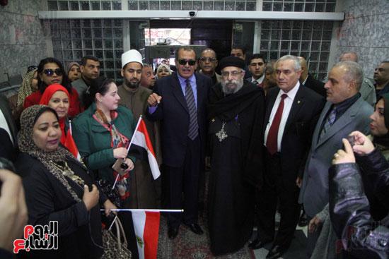 رئيس حى المقطم يتبرع لصندوق تحيا مصر (8)