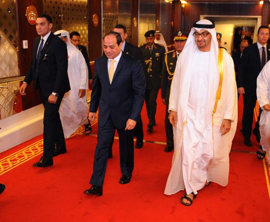 السيسى يبدأ زيارته لـأبو ظبى بمباحثات ثنائية مع ولى العهد