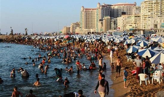 زحام الشواطئ فى الصيف