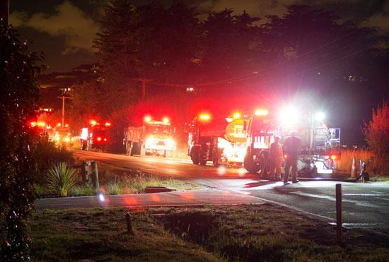 عشرات من سيارات الاطفاء تتجه صوب حرائق الغابات