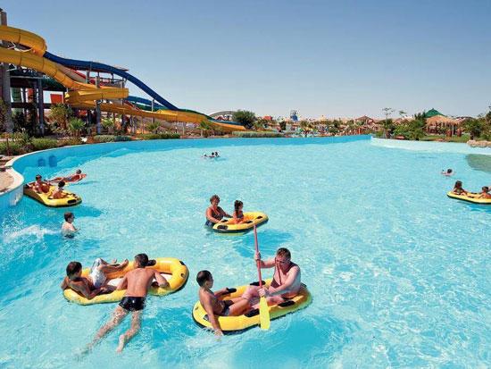 استمتاع السياح فى فنادق البحر الاحمر