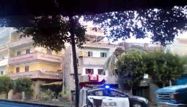 سيارة الشرطة تؤمن الوفد اليهودى