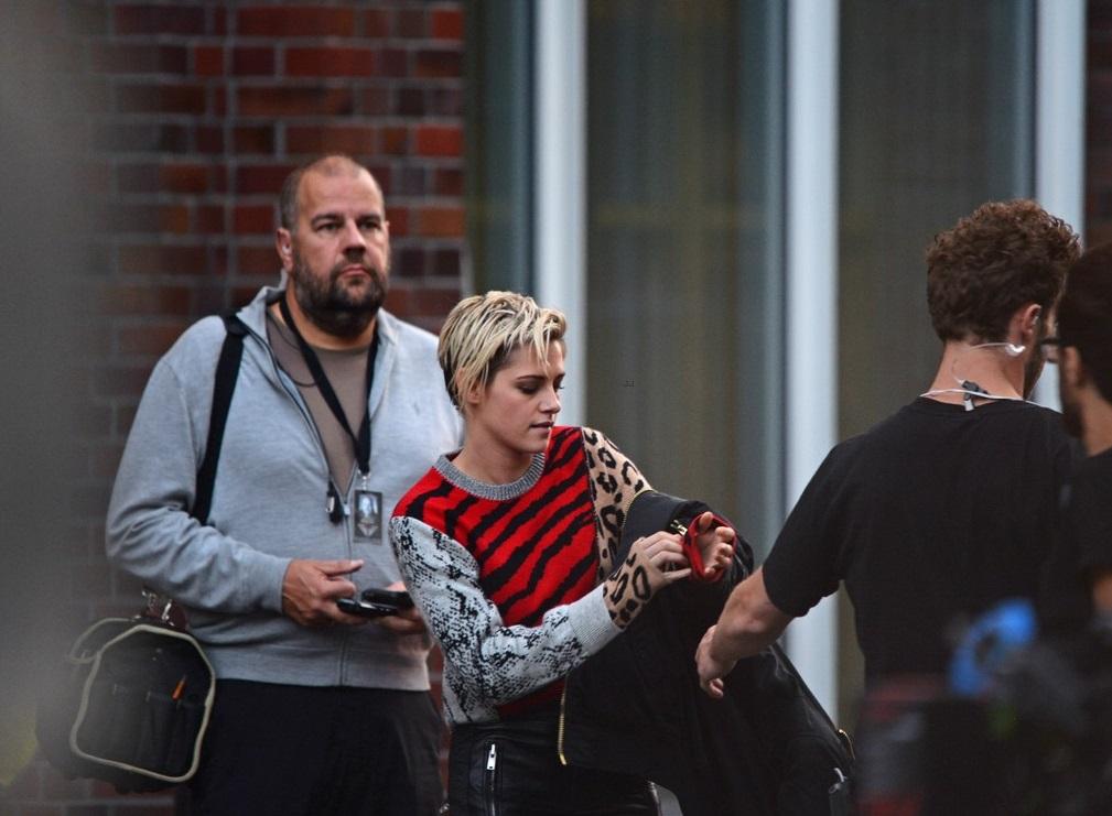 Kristen Stewart During Photography (5)