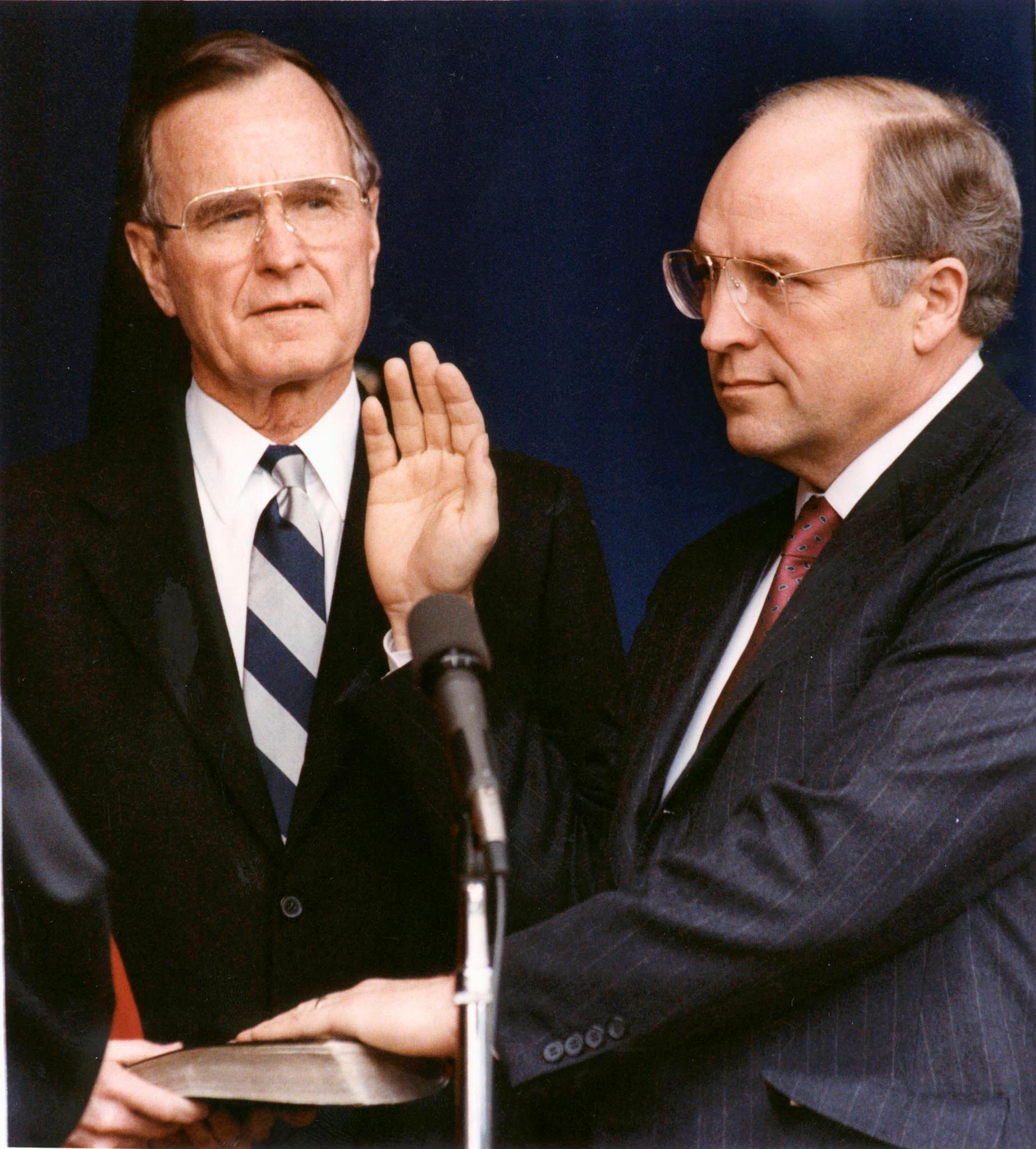 جورج بوش الأب  الرئيس الأمريكى الأسبق  (5)