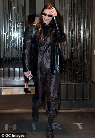 بيلا حديد ترتيد ملابس ماتركس  (8)