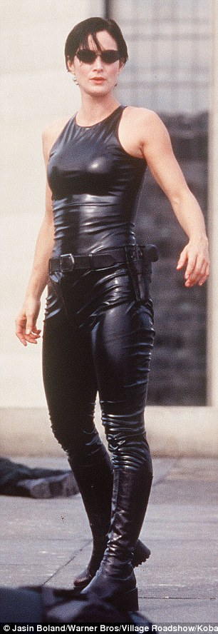 بيلا حديد ترتيد ملابس ماتركس  (6)