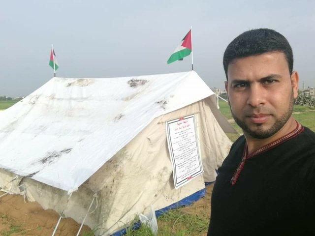 أول خيمة اعتصام دشنها منذ أشهر الصحفى مثنى النجار