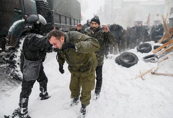 القبض على عشرات المتظاهرين فى أوكرانيا