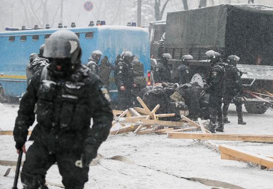 الحرس الوطنى الأوكرانى يفض اعتصام أمام البرلمان