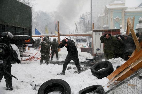 استسلام المعتصمين فى أوكرانيا للحرس الوطنى