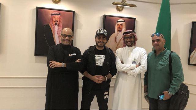 تامر حسنى بعد وصوله السعودية