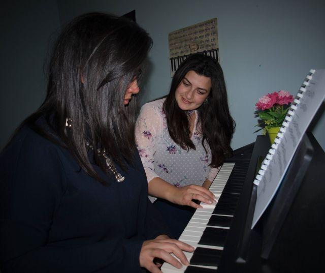 تعليم الكبار الموسيقى والأعمال اليدوية (4)