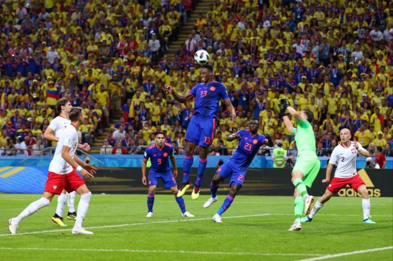 جانب من مباراة بولندا وكولومبيا