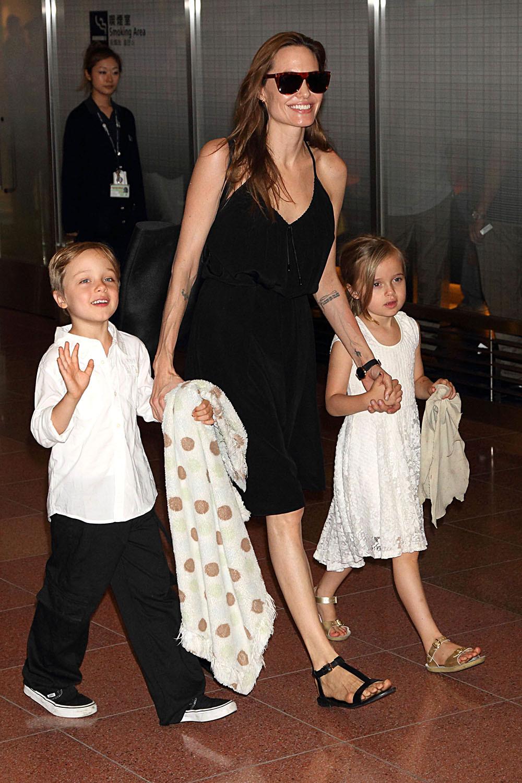 انجلينا جولي برفقة التوأم