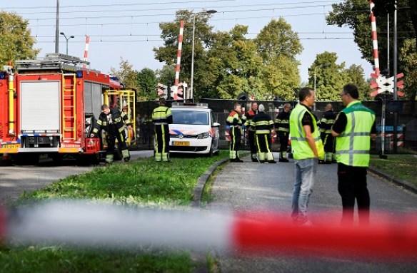 رجال الإنقاذ ينتشرون فى موقع الحادث