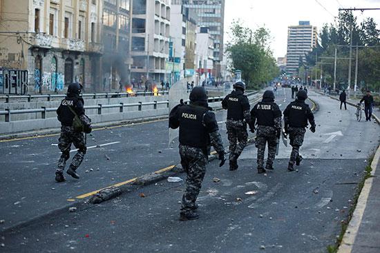 2019-10-05T014606Z_1566736195_RC1B3CD0C920_RTRMADP_3_ECUADOR-PROTESTS