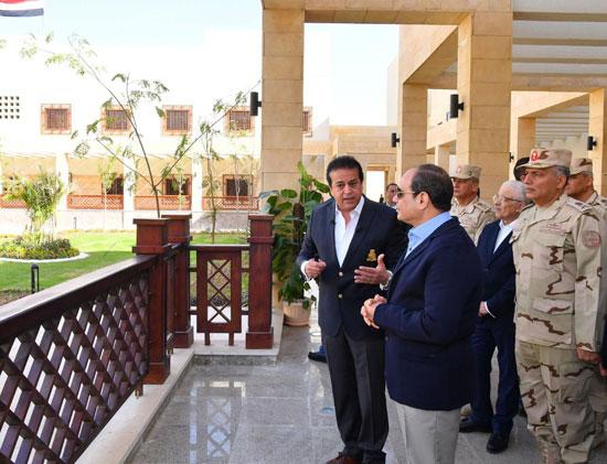 السيسى يتفقد جامعة الملك سلمان (2)