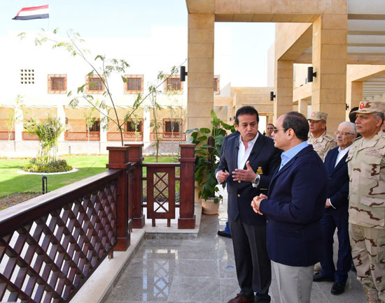 السيسى يتفقد جامعة الملك سلمان (4)