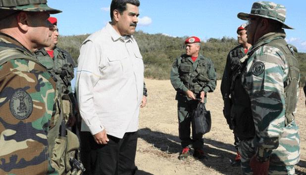 مادورو مع الجنود الفنزويليين