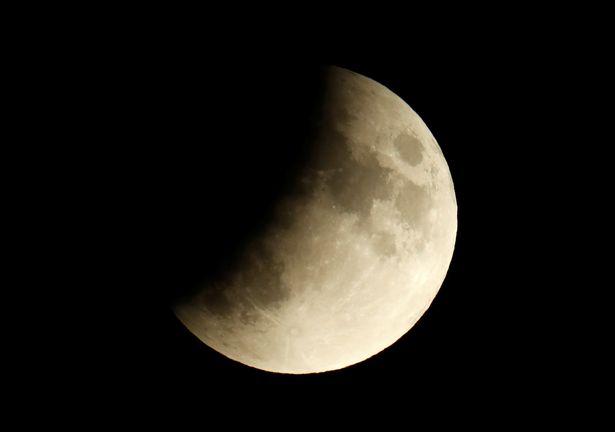2_A-partial-lunar-eclipse-is-seen-in-Berlin