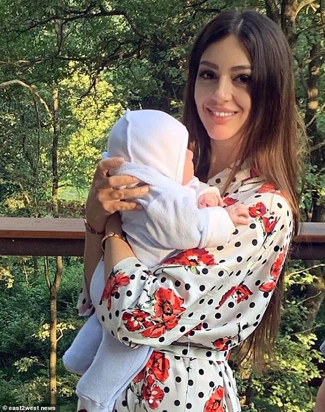 ملكة جمال موسكو وابنها