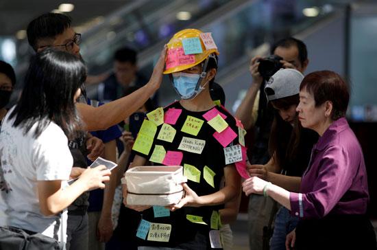 احتجاجات داخل مطار هونج كونج ضد قانون تسليم المتهين (5)