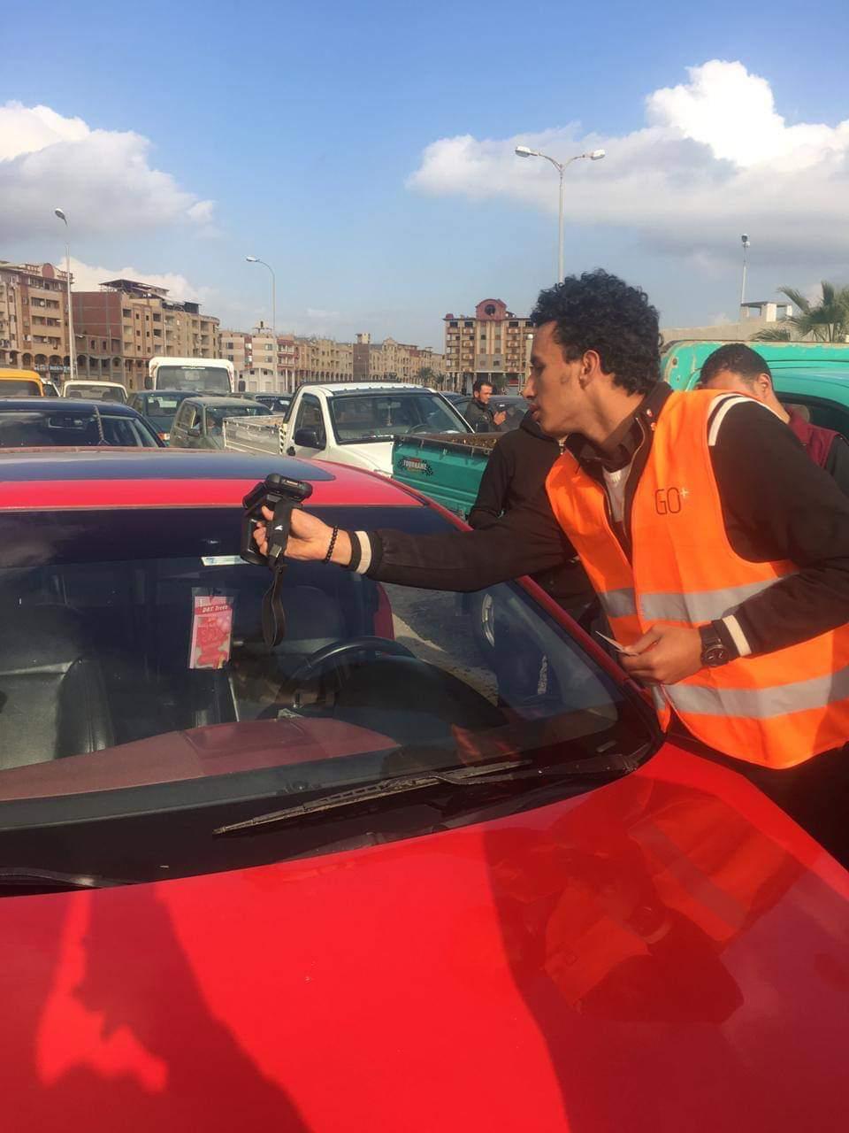 فيديو وصور تعميم الملصق الإلكترونى بوحدات المرور يحمى