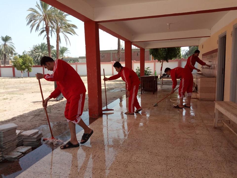 صور شاهد أعمال مبادرة مدرسة نظيفة لتجميل 19 مدرسة بمدينة إسنا