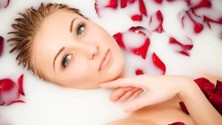 ماء الورد لصحة البشرة