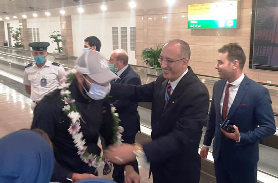 The arrival of the Zamalek mission and the reception with flowers (4)