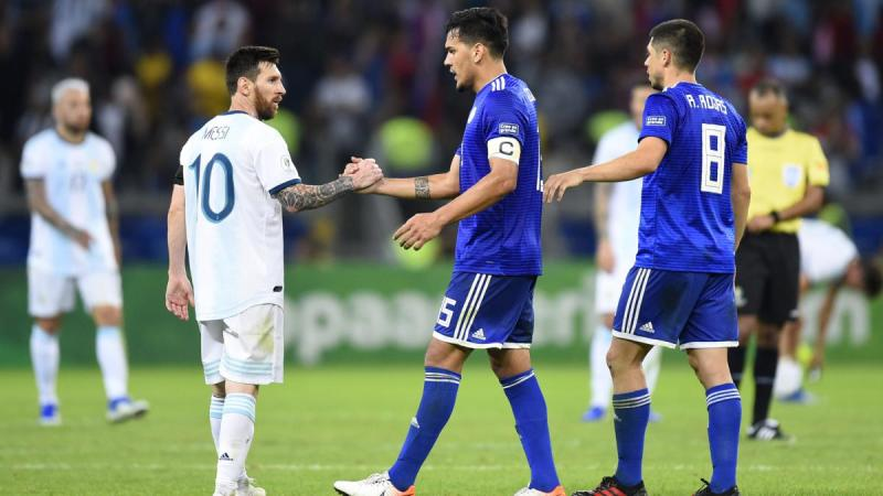Messi with Paraguay stars
