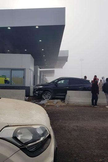 إصابة-3-فى-تصادم-5-سيارات-بطريق-الإسماعيلية-الصحراوى-بسبب-الشبورة-(3)