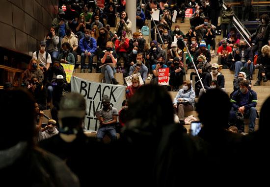 متظاهرون أمريكيون فى سياتل
