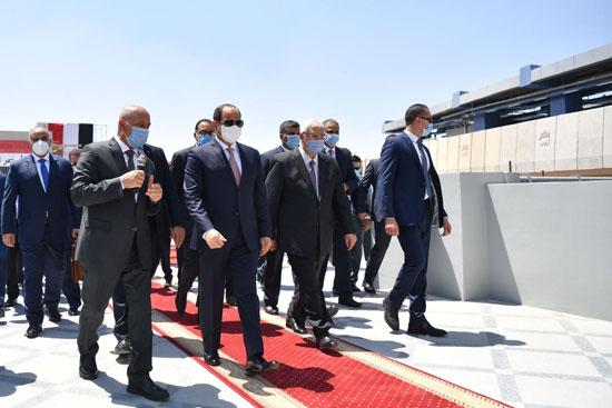 الرئيس عبد الفتاح السيسي داخل محطة مترو عدلى منصور  (9)