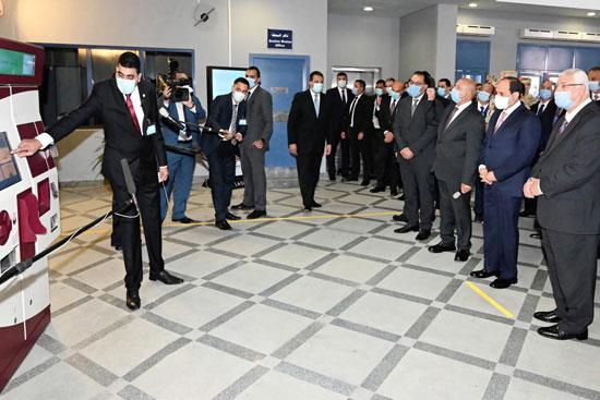 الرئيس عبد الفتاح السيسي داخل محطة مترو عدلى منصور  (6)
