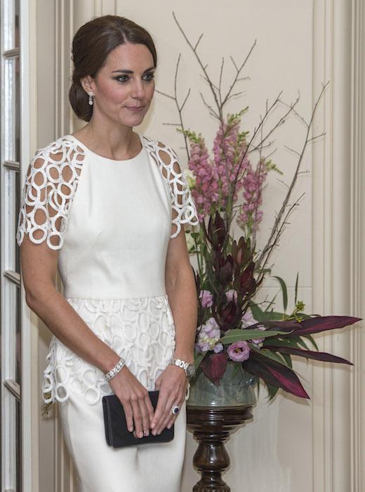 دوقة كامبريدج  في فستان من تصميم  ليلى روز