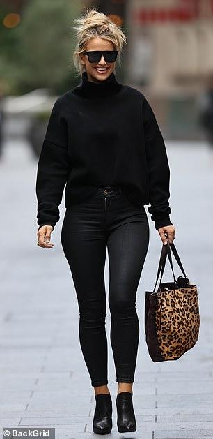 عارضة الأزياء الأيرلندية فوغ ويليامز تخطف الأنظار وسط لندن