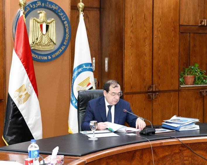المهندس طارق الملا وزير البترول والثروة المعدنية خلال الجمعيات (1)