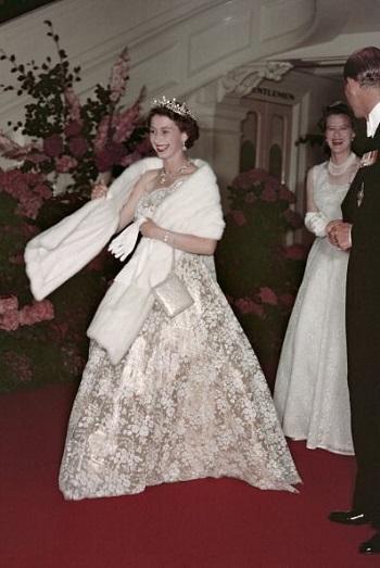 الملكة اليزابيث 1954