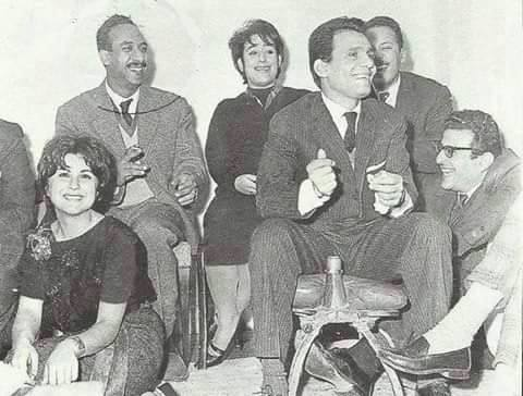 Abdel Halim Hafez in a laughing session in the presence of Souad