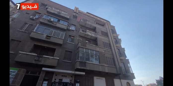 The scene of the murder of the director Niyazi Mustafa in his apartment in Dokki