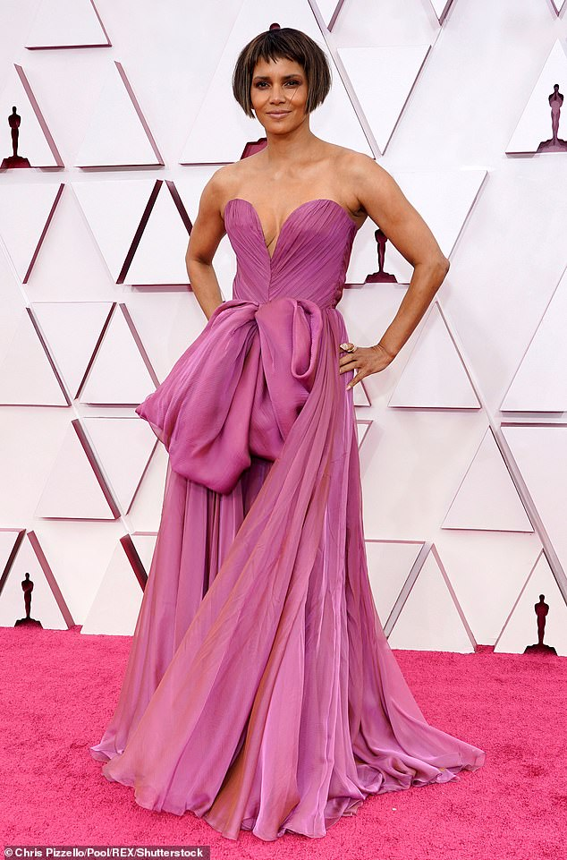 Halle Berry at the Oscars with a wig