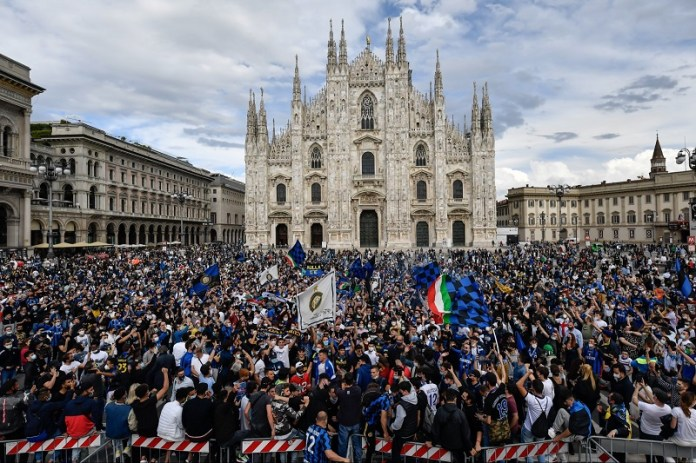 Celebrations of the Inter Milan fans of the Italian League title (4)
