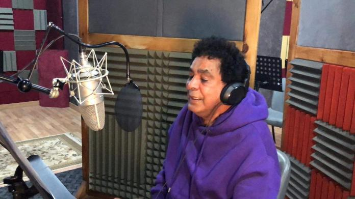 Mohamed Munir while recording a lost song