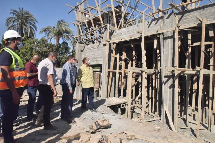Assiut Governor inspects the construction of Al-Tanagha Al-Sharqiah Secondary School and a firefighting unit in Sahel Selim (5)
