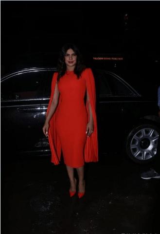 بريانكا بفستان أحمر ضيق