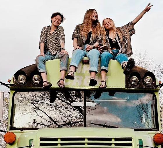 رحلة تجمع الفتيات الثلاث