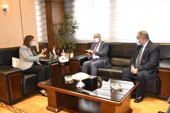 وزيرة التخطيط في اجتماع مع أسامة عبد الخالق