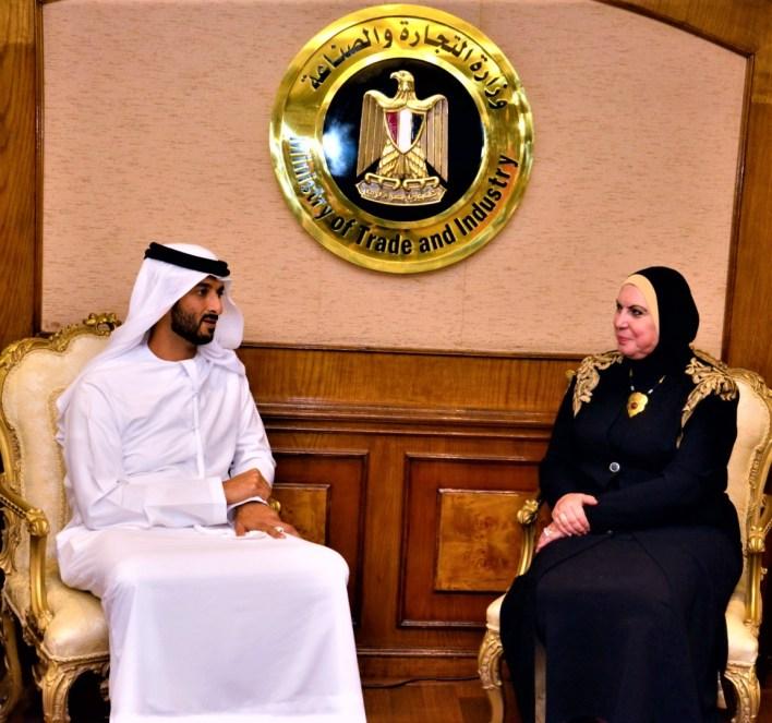 وزيرة التجارة والصناعة مع نظيرها من الإمارات