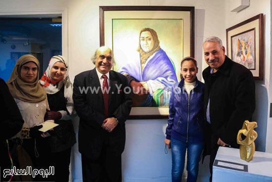 بالصورأشعار أحمد شوقى تتحول إلى لوحات ومنحوتات فى معرض من